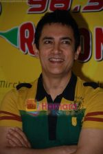Aamir Khan on the sets of Radio Mirchi 98.3 FM in Mahalaxmi on 27th December 2008 (21).JPG