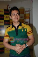 Aamir Khan on the sets of Radio Mirchi 98.3 FM in Mahalaxmi on 27th December 2008 (24).JPG