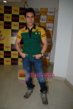 Aamir Khan on the sets of Radio Mirchi 98.3 FM in Mahalaxmi on 27th December 2008 (38).JPG