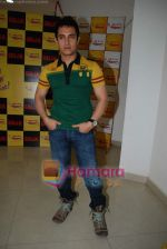 Aamir Khan on the sets of Radio Mirchi 98.3 FM in Mahalaxmi on 27th December 2008 (39).JPG