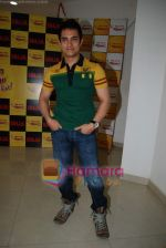 Aamir Khan on the sets of Radio Mirchi 98.3 FM in Mahalaxmi on 27th December 2008 (41).JPG