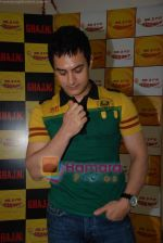 Aamir Khan on the sets of Radio Mirchi 98.3 FM in Mahalaxmi on 27th December 2008 (44).JPG
