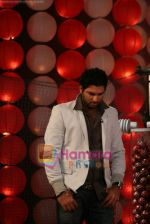Yuvraj Singh at a promotional event for sony_s new comedy circus _Chinchpokali to China_ in Mohan Studios on 28th December 2008 (24).JPG