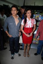 Subhashish Mukherjee, Hrishita Bhatt at the Audio release of Aasma - The Sky Is The Limit in Planet M on 30th December 2008 (61).JPG