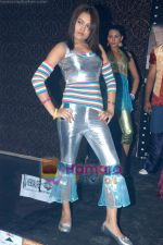 at Mirage Entertainment_s Khoobsurat fashion show in D Ultimate Club on 30th December 2008 (28).JPG