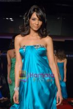 Shamita Singha at the launch of designer Haasya Chandna collection in Sahara Star on 15th Jan 2009 (91).JPG