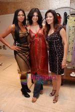 Aditi Govitrikar, Nina Manuel, Fleur Xavier at Re-The Fashion Haven showcased its new spring summer collection 09 on 15th Jan 2009 (3).JPG