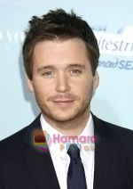 Kevin Connolly arrives at the Los Angeles Premiere of the movie He_s Just Not That Into You at Grauman_s Chinese Theatre on February 2, 2009 in Los Angeles, California (2).jpg