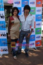 Muskaan Mehani, Karan Singh Grover at Dill Mill Gaye on location in Madh on 13th Feb 2009 (2).JPG