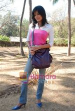 Sunaina Gulia at Dill Mill Gaye on location in Madh on 13th Feb 2009 (6).JPG