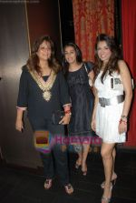 Mana Shetty, Queenie Dhody, Shamilla Khanna at Samira Boat show bash in China Garden, Mumbai on 18th Feb 2009 (2).JPG
