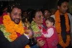 Rasool & Irrfan Khan receive a rousing welcome in International Airport, Mumbai on 25th Feb 2009 (4).JPG