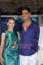 Kylie Minogue, Akshay Kumar at the Press Conference of the film Blue in Rennaissance Hotel, Powai on 6th March 2009 (50).JPG