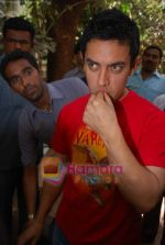 Aamir Khan_s birthday cleberated by media in Bandra on 14th March 2009.JPG