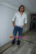 Dino Morea at the launch of Waves Gym in Andheri on 18th March 2009 (42).JPG