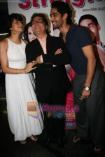 Gul Panag, Vinay Pathak, Siddharth Makkar at the Premiere of Straight in Fame on 19th March 2009 (5).JPG