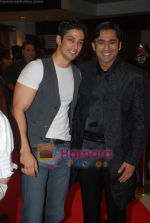 Muzammil Ibrahim, Anuj Saxena at the Premiere of Aloo Chaat in PVR, Juhu on 19th March 2009 (2).JPG