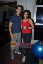 Bipasha Basu, Dino Morea at Gold Gym event in Bandra on 23rd March 2009 (10).JPG