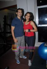 Bipasha Basu, Dino Morea at Gold Gym event in Bandra on 23rd March 2009 (11).JPG