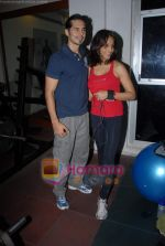 Bipasha Basu, Dino Morea at Gold Gym event in Bandra on 23rd March 2009 (12).JPG