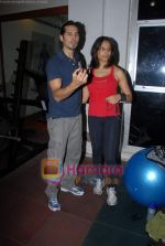 Bipasha Basu, Dino Morea at Gold Gym event in Bandra on 23rd March 2009 (23).JPG