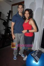 Bipasha Basu, Dino Morea at Gold Gym event in Bandra on 23rd March 2009 (3).JPG