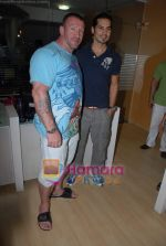 Dino Morea, Dorian Yates at Gold Gym event in Bandra on 23rd March 2009 (3).JPG