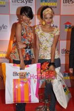 Carol Gracias and Bhavna Sharma launch Lifestyle and Home Centre in Ghatkopar, Lifestyle Store on 26th March 2009 (12).JPG
