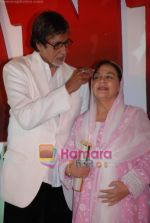 Amitabh Bachchan, Farida Jalal at the launch of Mehul Kumar_s film Krantiveer in J W Marriott on 27th March 2009 (3).JPG