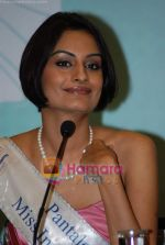 Ekta Chaudhury at Femina Miss India winners press meet in Sahara Star on 6th April 2009 (3).JPG
