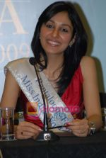 Pooja Chopra at Femina Miss India winners press meet in Sahara Star on 6th April 2009 (13).JPG
