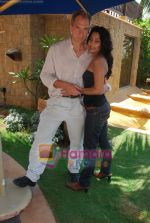 Rachana Shah shoots with Hollywood actor Julliane Sands for Bollywood Heroes movie in JW Marriott on 8th April 2009 (2)~0.JPG