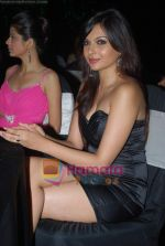 Rucha Gujrathi, Mrinalini sharma at Beyu cosmetics launch in Sahara Star on 24th April 2009 (5).JPG