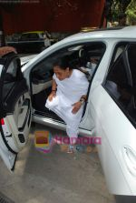 Jaya Bachchan goes to vote on 30th April 2009 (2).JPG