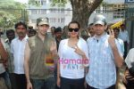 Sonakshi Sinha goes to vote on 30th April 2009 (4).JPG