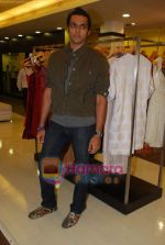 Swapnil Shinde at Amara store in Kemps Corner on 29th April 2009 (2).JPG