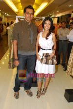 swapnil shinde with amrita Rao at Amara store in Kemps Corner on 29th April 2009.JPG
