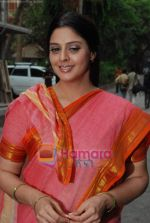 Nagma shoots for Sach Sach Kehta music video with Anil Kant in Filmistan on 19th May 2009 (20).JPG