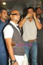 Sunil Shetty at Aalim Hakim salon launch at True Fitness on 29th May 2009 (4).JPG