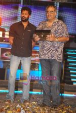 Prabhu Deva, Boney Kapoor at the grand finale of Dance India Dance in Andheri Sports Complex on 30th May 2009 (3).JPG