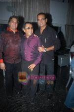 Lalit Pandit, Abhijeet at musician milind_s birthday bash in Tunga Regale, Mumbai on 31st May 2009 (15).JPG