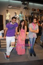 Anuj Sawhney, Roshni Chopra, Arjan Bajwa at Jack and Jones store launch in R City Mall, Ghatkopar on 19th June 2009 (2).JPG
