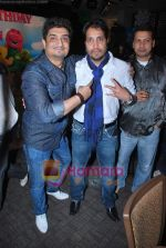 Neeraj, Mika Singh at Neeraj Shridhar_s son Nevan_s birthday bash in Lokhandwala on 26th June 2009 (2).JPG