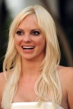 Anna Faris at the LA Premiere of FUNNY PEOPLE on 20th July 2009 at ArcLight Hollywood, California (4).jpg
