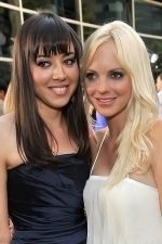 Aubrey Plaza and Anna Faris at the LA Premiere of FUNNY PEOPLE on 20th July 2009 at ArcLight Hollywood, California.jpg