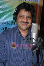Udit Narayan at Guinness record of 333 singers for peace song - let_s Have Some Fun in MHADA on 20th July 2009  (16).JPG