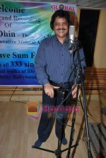 Udit Narayan at Guinness record of 333 singers for peace song - let_s Have Some Fun in MHADA on 20th July 2009  (17).JPG