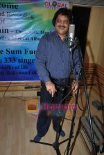 Udit Narayan at Guinness record of 333 singers for peace song - let_s Have Some Fun in MHADA on 20th July 2009  (19).JPG