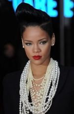 Rihanna at the London Premiere of movie INGLOURIOUS BASTERDS on July 23rd, 2009 at Odeon Leicester Square (3).jpg