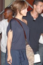 Jennifer Lopez at the Location For THE BACK-UP PLAN ON July 22, 2009 on the Streets of Manhattan, NY (10).jpg